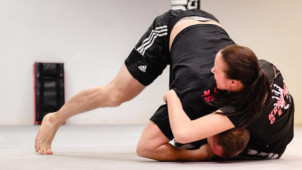 Training - Krav Maga Defcon Singen - Chantal Baumann - Sportakademie Baumann - Robin Baumann - Grappling