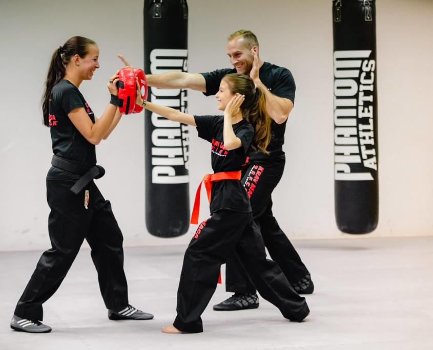 Training Kinder - Krav Maga Defcon Singen - Sportakademie Baumann - Chantal Baumann - Robin Baumann
