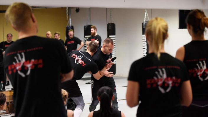 Messerabwehr - Sportakademie Baumann Krav Maga Defcon Singen - Robin Baumann
